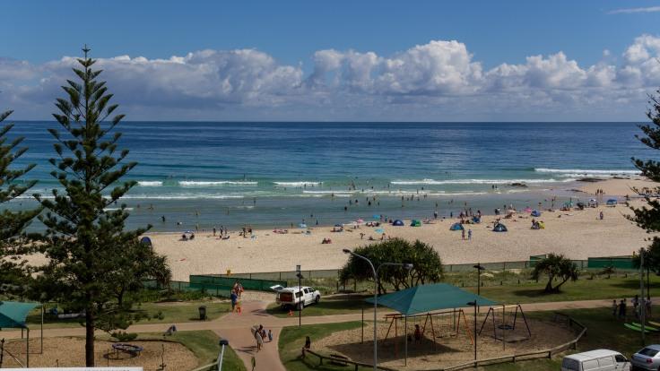 Rainbow Bay Beach Timelapse still-9865